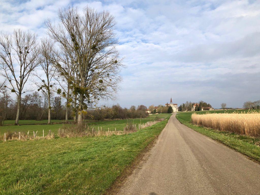 Abbaye d'Acey aus der Ferne