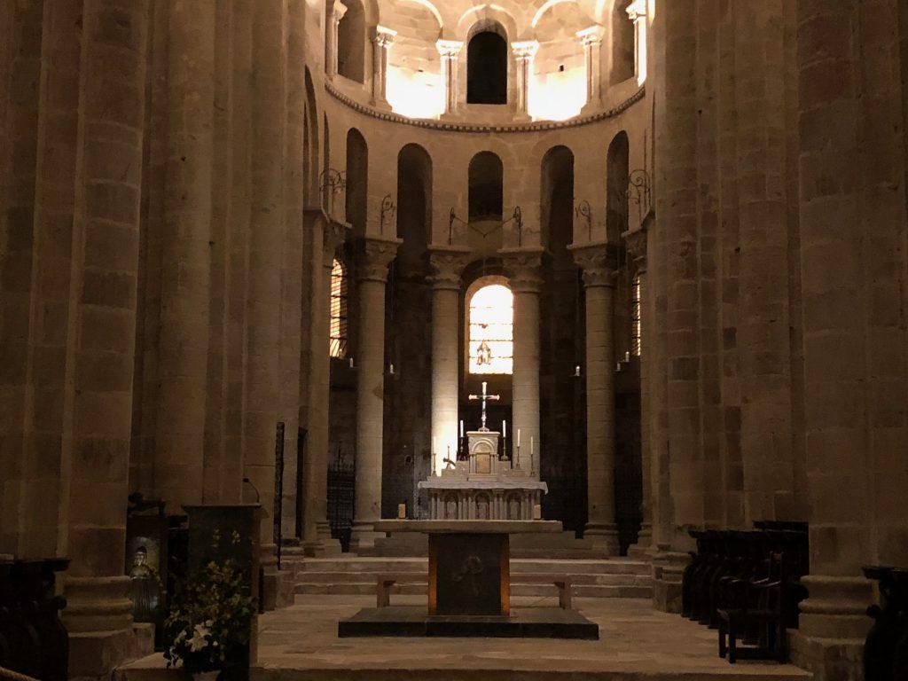 Romanische Klosterkirche von Conques